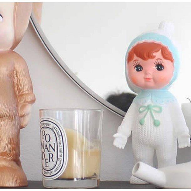 Woodland doll, hvid med lyseblå krave